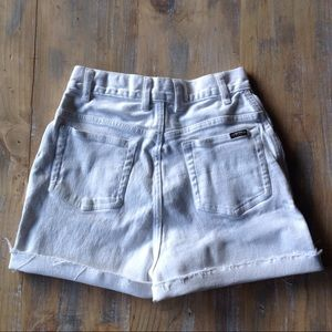 🌿Vintage white high waisted shorts